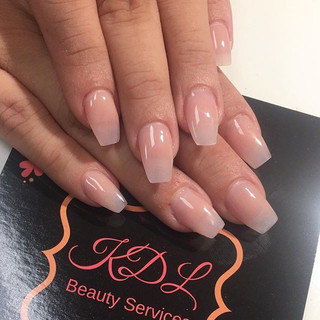 Back to the grind! Happy Monday!_Opaque and light pink fade nails 💅🏼