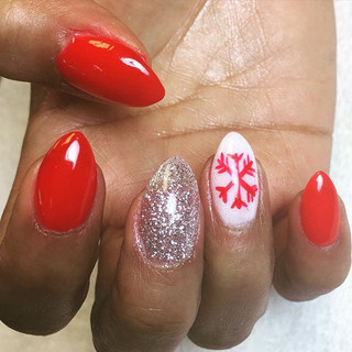 Red almond nails with a side of snowflake ❄️💅🏼 #NailArtFunTime #nailswag #christmasnails #snowflakenails #snowflake #rednails #almondnails #