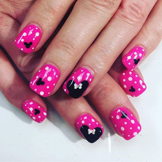 Happiest ever after! Minnie + Mickey nails by yours truly 😘 #disneyland #minnienails #mickeynails #disneynails #pinknails #nexgen #nexgennai