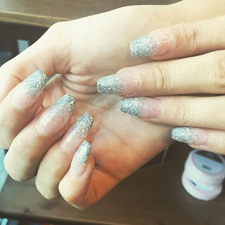 Glitter fade with acrylic ✨ Is the weekend here yet_! #acrylics #ombré #acrylicfade #nails #nailsdid #nailswag #nailstagram #nailsaddict #na