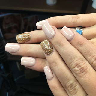 Soft transition into the fall 🍂 #nudepink #nudepinknails #gold #nails #nailstagram #nailsaddict