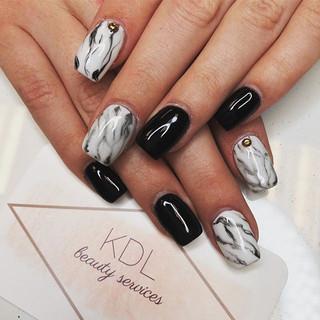Marbled black + white nails 🖤