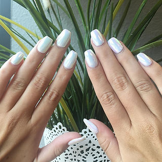 Look closely & spot that opalescent shimmer ✨ nails on _girlwiththe_95 #chromenails #luxapolish #opa