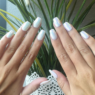 Look closely & spot that opalescent shimmer ✨ nails on _girlwiththe_95 #chromenails #luxapolish #opalchrome #chromeonwhite #lovemyjob
