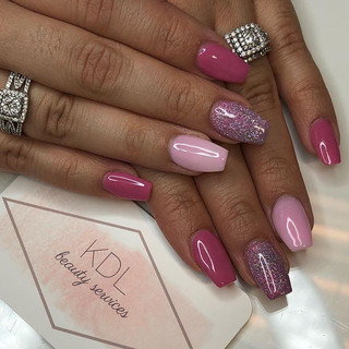 Pink nails to start off our valentines weekend! 💕💕 Gift certificates available💋