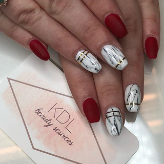 Marbled + matte red nails ♥️
