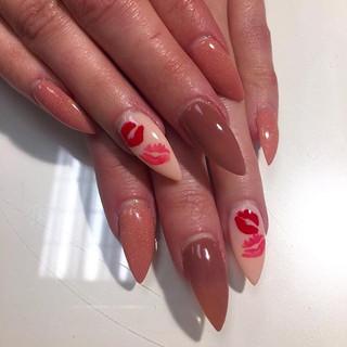 Come get kissed for Valentines Day! 😘💋 #nails #lovemyjob #nailsdid #nailsonfleek #nailsofinstagram #nailswag #nailstagram #stilettonails #kd