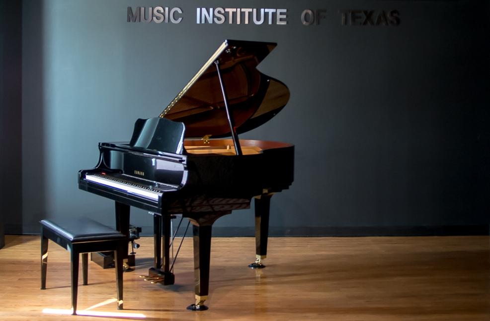 YAMAHA GRAND PIANO I.jpg