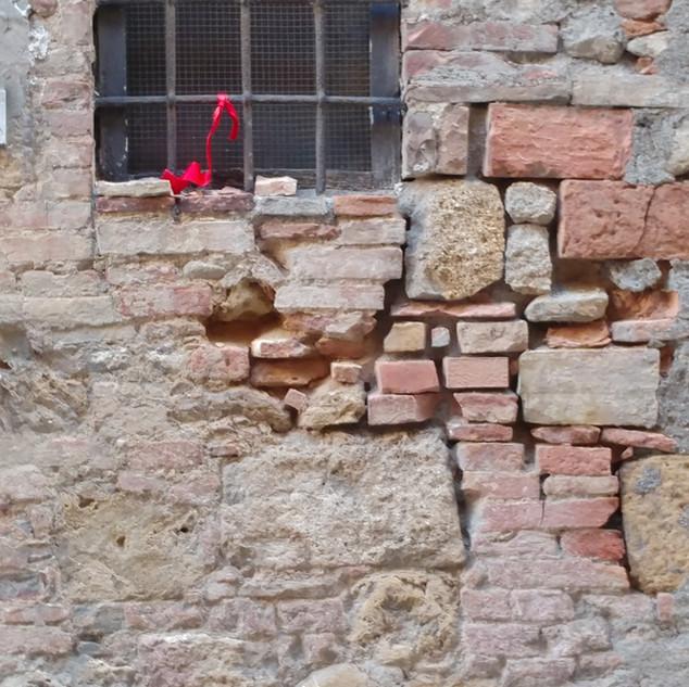 Collage Wall. Volterra, Italia 10-18