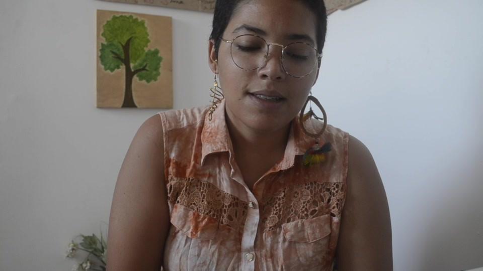 Gabriela, participante da turma 01, contando sobre sua experiência