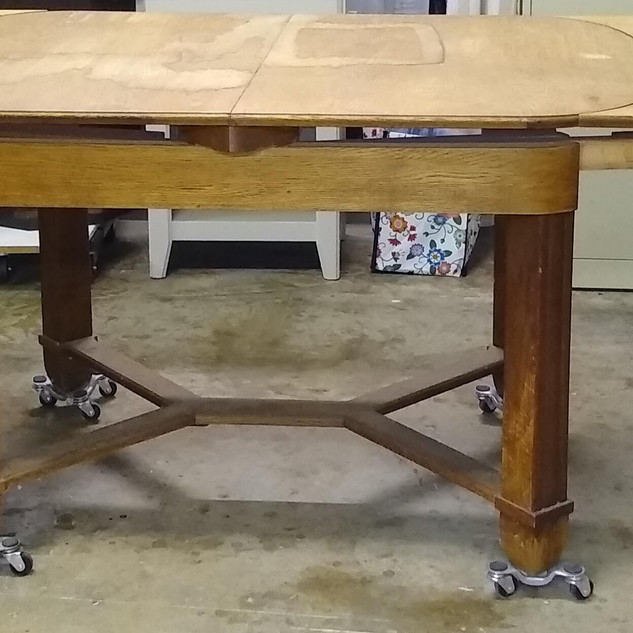 Oak Dining Table (Side View)