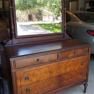 Vintage dresser w/ mirror