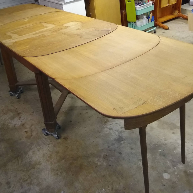 Oak dining table (top view)