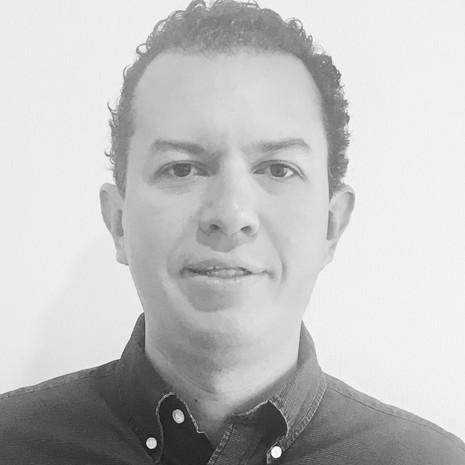 Dr. Iván Bobadilla