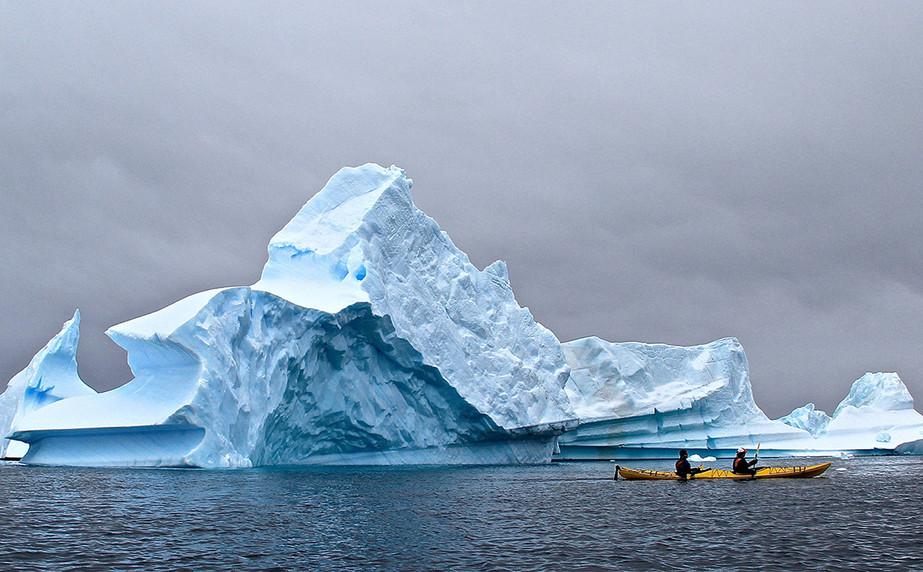 Icebergs-Lemaire-Channel-Antarctic-Penin