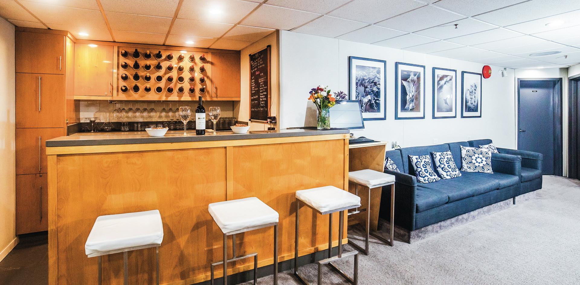 Belle-Amie-lounge-002-min.jpg