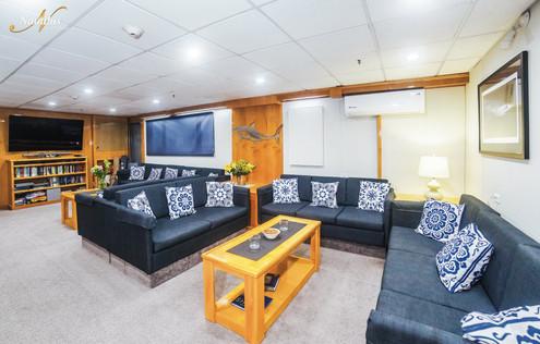 Belle-Amie-lounge-001-min.jpg