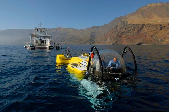 mv-argo-and-deepsee-undersea-hunter.jpg
