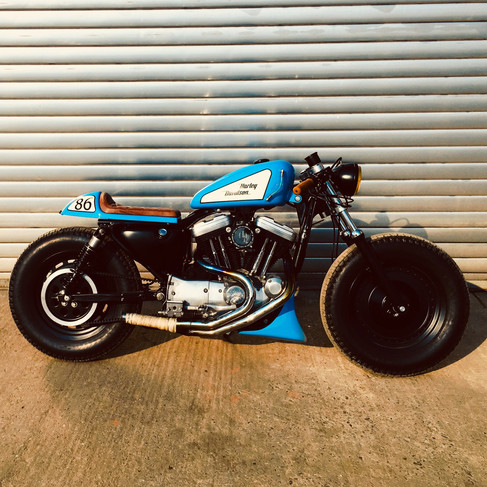 HD XL CAFE RACER - TWISTED PISTONS