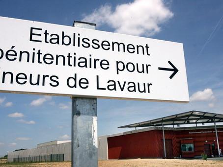 EPM de Lavaur : Feu de porte de cellule collectif