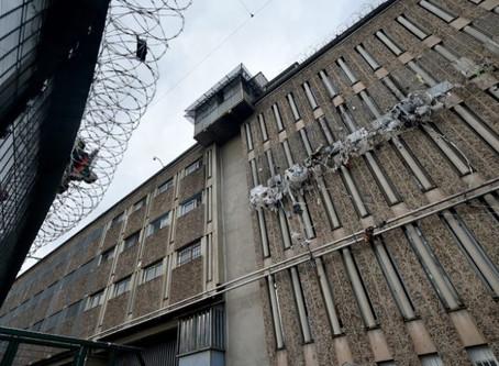 Prison de Saint-Étienne La Talaudière :  Projection d'arme blanche