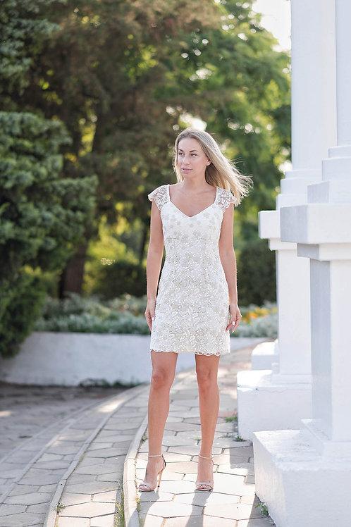 Кружевное силуэтное платье