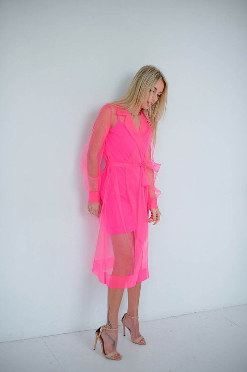 Розовый костюм: прозрачный тренч и платье-комбинация