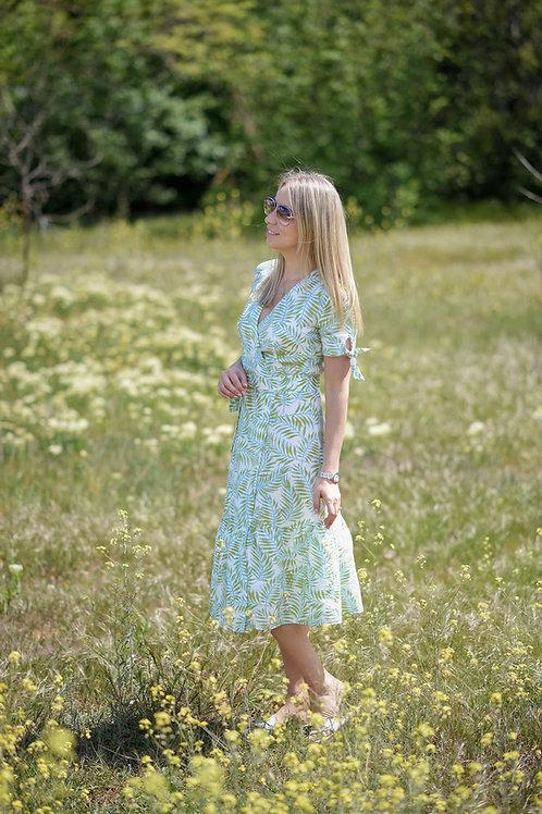 Платье на запах с широким поясом