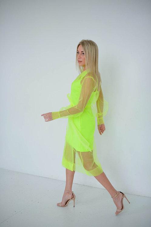 Салатовый костюм: прозрачный тренч и платье-комбинация