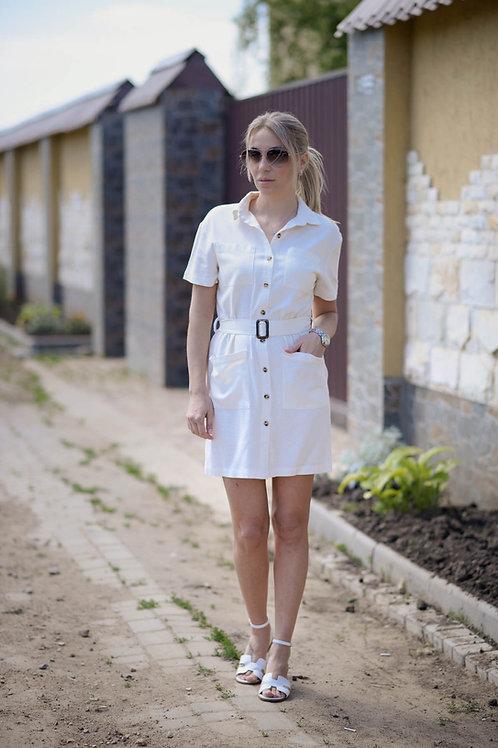 Белое льняное платье-рубашка на пуговицах