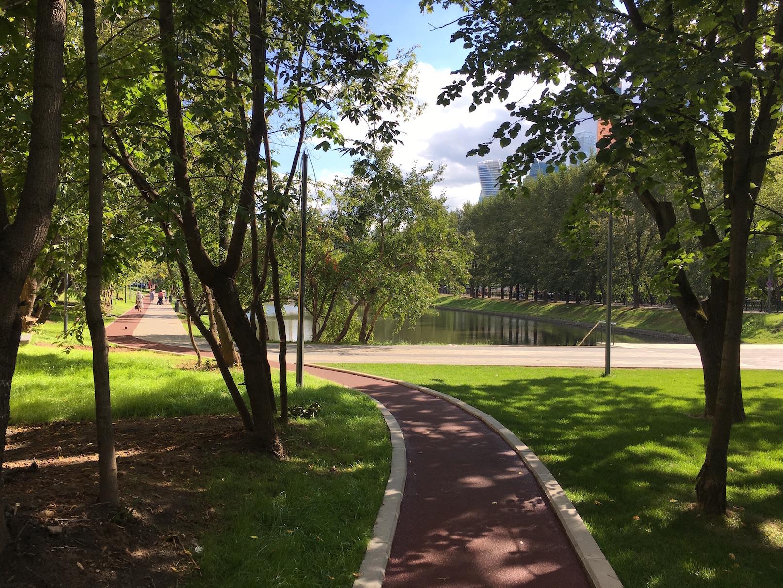Беговая дорожка в парке Красногвардейские пруды