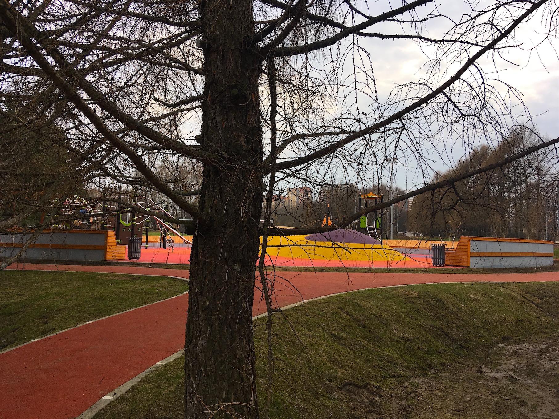 Детские площадки и беговая дорожка