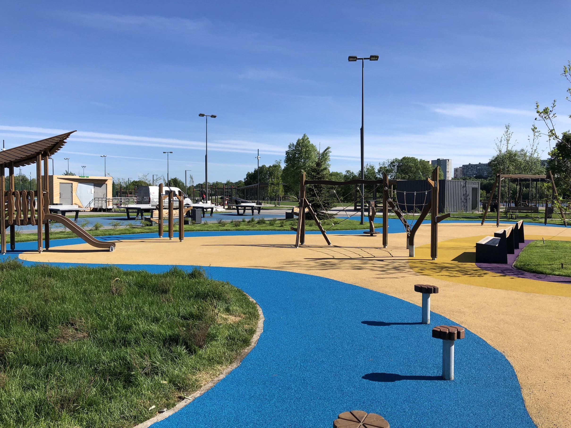 Детская площадка с покрытием ЭПДМ в парке братеевской поймы