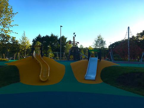 Резиновое покрытие детской площадки в Лу