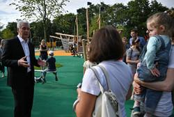 Сергей Собянин на детской площадке в Лужниках