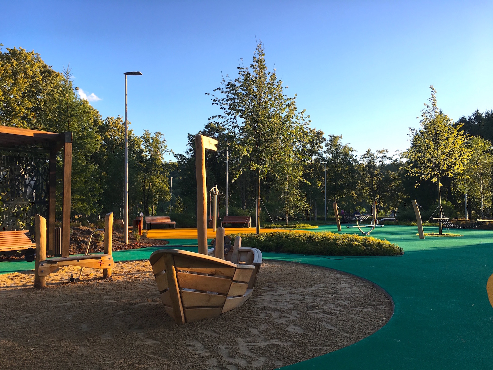 Покрытие детской площадки в олимпийском комплексе Лужники