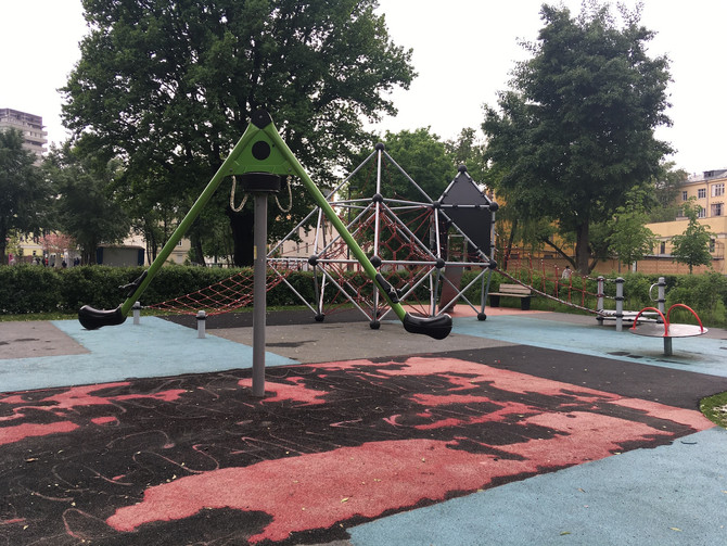"""Компания """"RUBBER DUST"""" заменит покрытие в детском парке имени Прямикова уложенное в 2017г."""