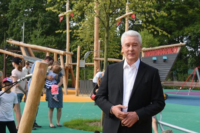 """Сергей Собянин на детской площадке в """"Лужниках"""""""