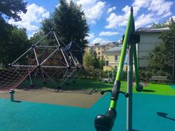 Покрытие детской площадке в парке имени