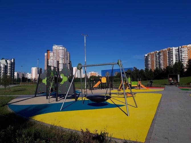 Завершен ночной монтаж покрытий детских площадок...