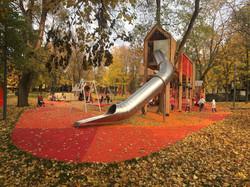 Детская площадка в парке Красногвардейские пруды