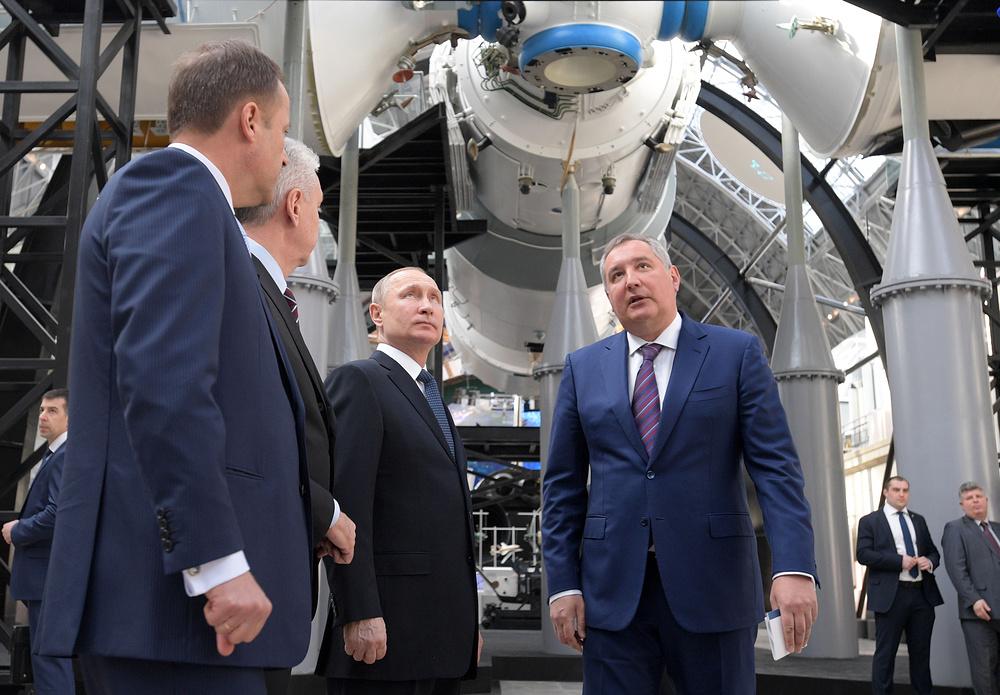 Владимир Путин на открытии павильона Космос в день Космонавтики