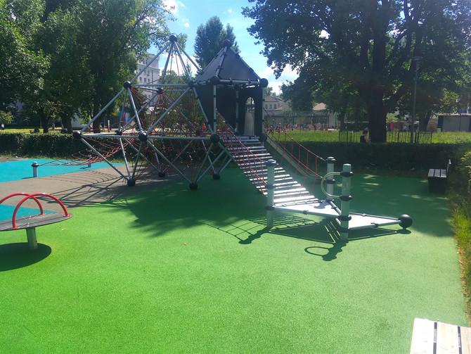 Обновленное покрытие детской площадки в парке имени Прямикова!
