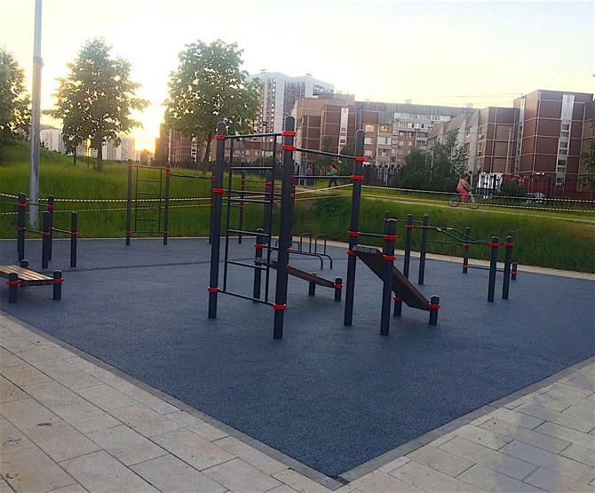 Замена покрытия на площадках WorkOut в ландшафтном парке Митино...