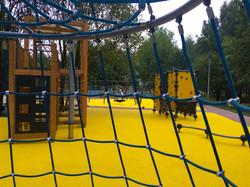 Травмобезопасные покрытия в парке Братее