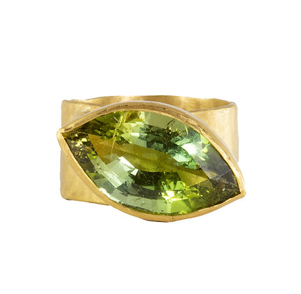 GREEN TOURMALINE ON WIDE BAND RING