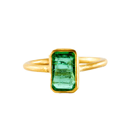 LONG RECTANGLE EMERALD RING