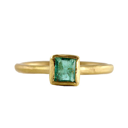 SMALL SQUARE EMERALD RING