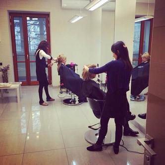 В ЦВЕТЕ: салонное окрашивание с уходом за волосами