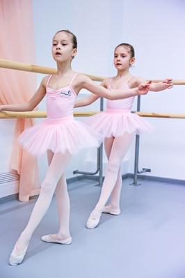 Le Premier Pas Юные балерины станок